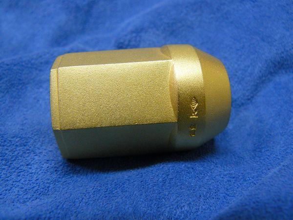 純金製 ナット形状